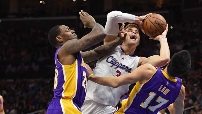 Vittoria per i Los Angeles Clippers che fanno loro anche il rematch del derby grazie ai 27 di Blake Griffin. I Lakers lottano e nonostante il 3-17 di Ryan Kelly rimangono in partita fino in fondo.